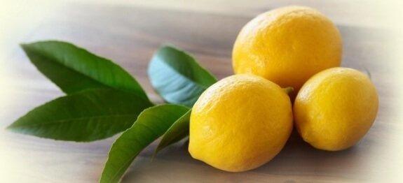 Изцеждане на сок от лимон
