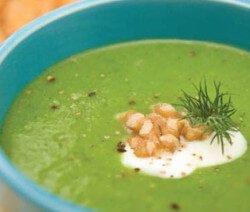 Крем супа от грах и броколи в синя купа