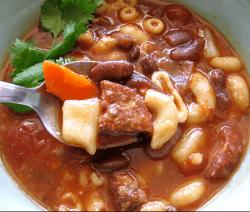 Супа със свинско, моркови и боб загребани с лъжица