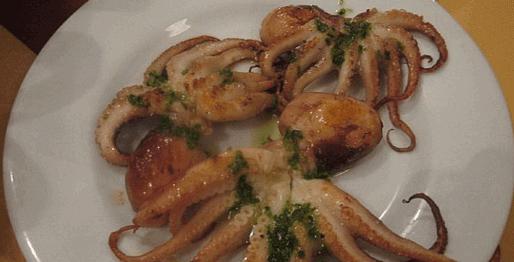 октопод в бяла чиния
