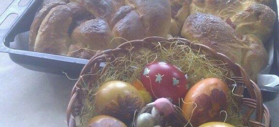 Козунак в тава и яйца в панер