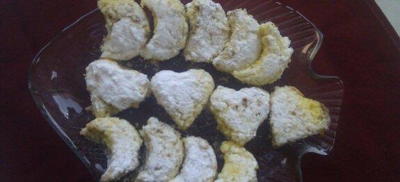 Сърчица и полумесеци в чиния
