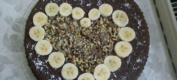 Торта с декорация сърце в чиния