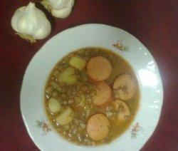 Леща с картофи и наденица в чиния
