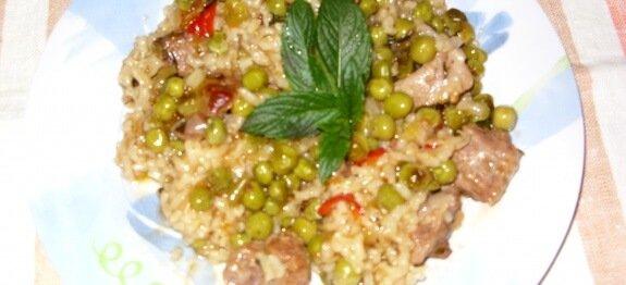 Ориз със свинско, грах и праз