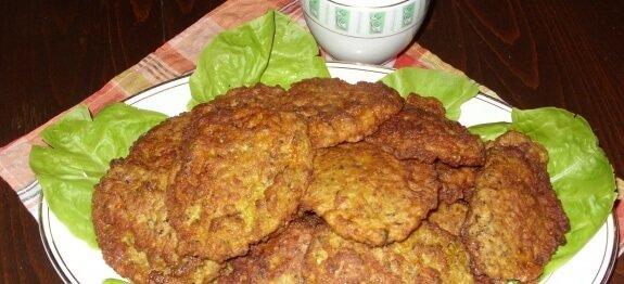 шницели в чиния със зелена салата