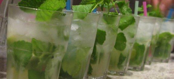 коктейл мохито в чаши