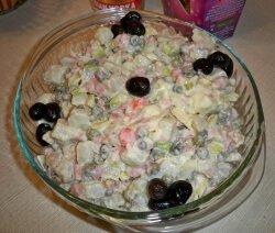 руска салата с маслини