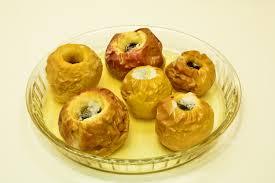 печени ябълки с мед и орехи