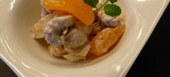 салата с пилешко, гъби и мандарини